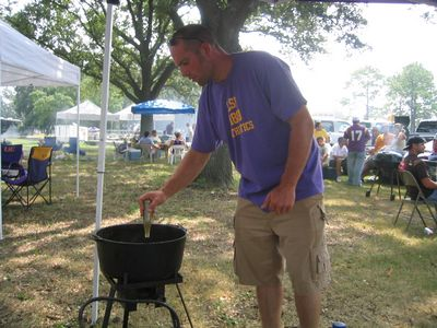 jambalaya cook at LSU tailgate